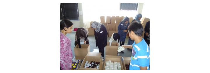 Al Mizan Trust volunteers making food parcels